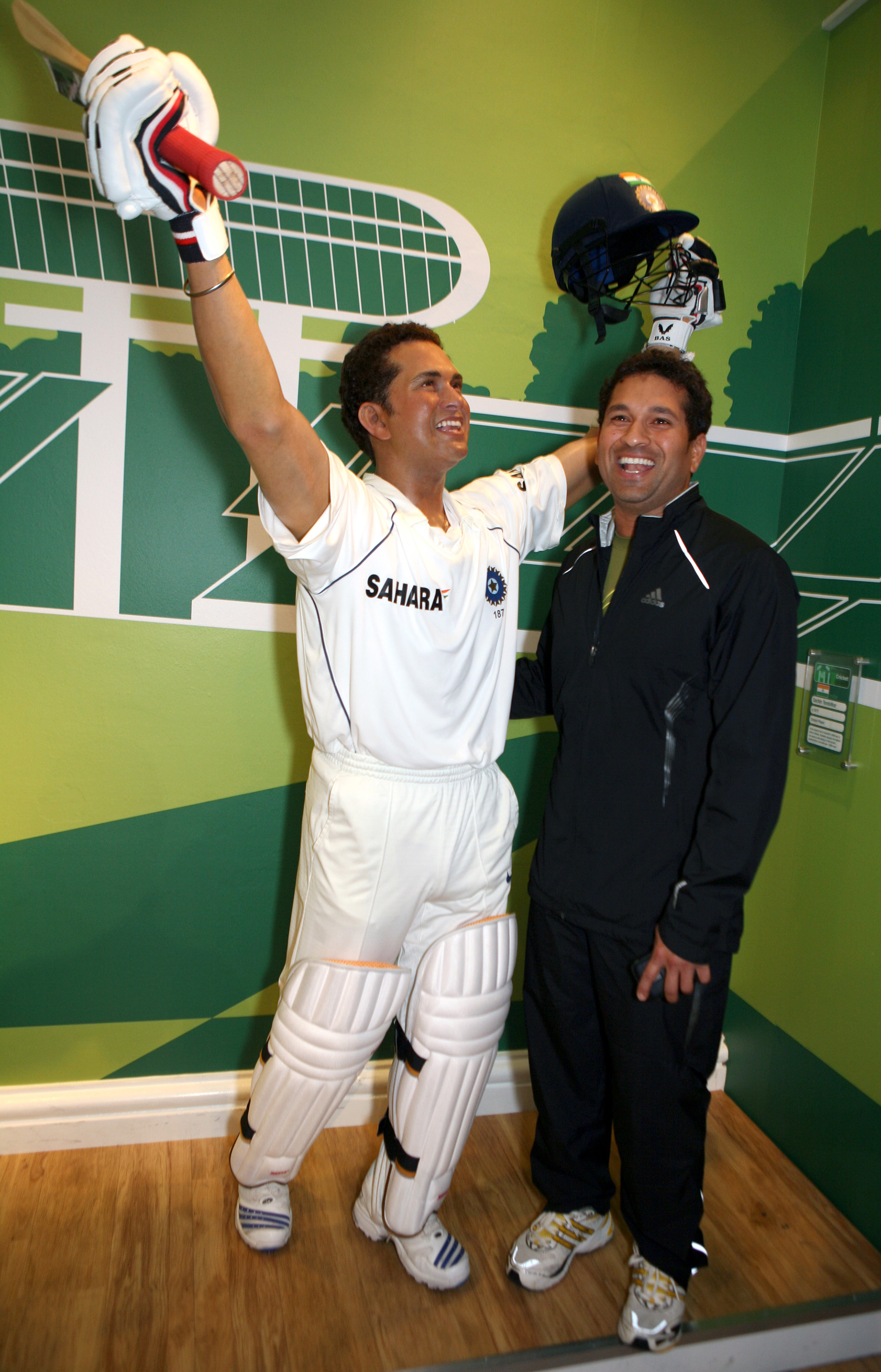 Sachin Tendulkar with his own figure at Madame Tussauds